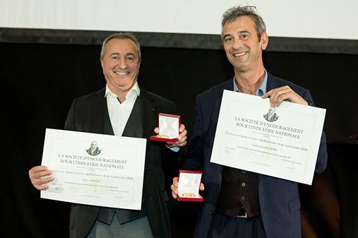 Charles Kloboukoff (Président) et Didier Perréol (Vice-Président) de Compagnie Léa Nature reçoivent le Chaptal du Comité Agriculture et Industries Agroalimentaires, pour récompenser leur réussite économique.